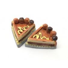 2 Cabochons Part de Gâteau Chocolat Praline en Résine 29x27mm
