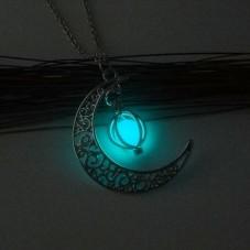 Collier Chaîne avec Pendentif Lune Pierre Phosphorescente