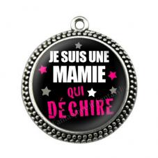 """Pendentif Cabochon en Résine """"Je suis une Mamie qui Déchire"""" 25mm"""